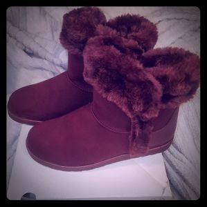 SO⭐ Wine colored fuzzy booties⭐Sz 9.5